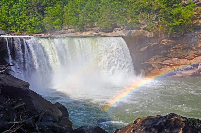 Cumberland Falls State Resort Park, Kentucky: Tout comme les chutes de Yosemite, les chutes de Cumberland dans le Kentucky sont un endroit populaire pour voir des arcs de lune.  Les parcs d'État du Kentucky ont même un calendrier des dates auxquelles vous êtes susceptible d'être témoin de ce phénomène rare.