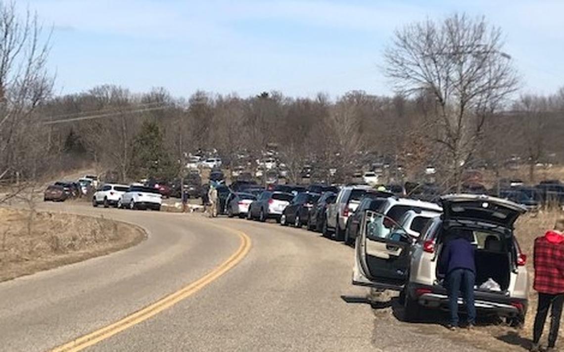 Les parkings de certains parcs d'État de la région métropolitaine de Twin Cities, tels que Afton State Park sur la rivière Sainte-Croix dans le comté de Washington, ont parfois débordé au printemps dernier alors que les gens affluaient pour sortir à l'extérieur pour faire une pause dans la pandémie.  (Photo / Rachel Hopper, Minnesota DNR)