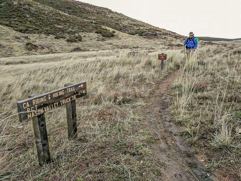 Le randonneur de longue distance Pea Hicks de San Diego fait des randonnées le long d'une partie bien définie du TCT à travers Cuyamaca.