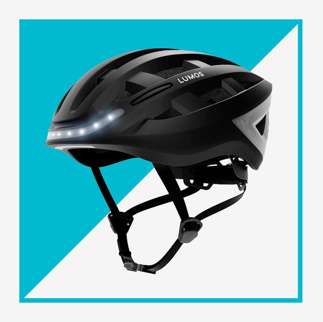 casque noir avec lumières et casque de vélo jaune néon